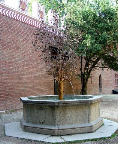 Fontana del Melograno Borgo Medievale